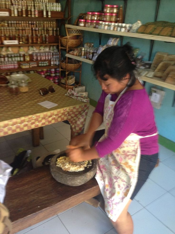 making Jamu in the traditional ways