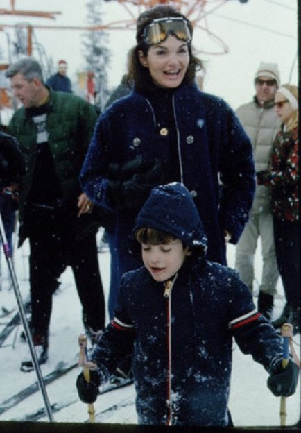 Jackie and John Kennedy skiing in Sun Valley, Idaho, 1966. (Corbis)