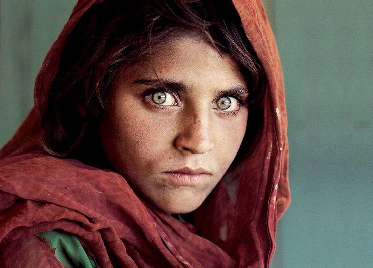 El fotoperiodista de 'La niña afgana' usó Photoshop en sus imágenes
