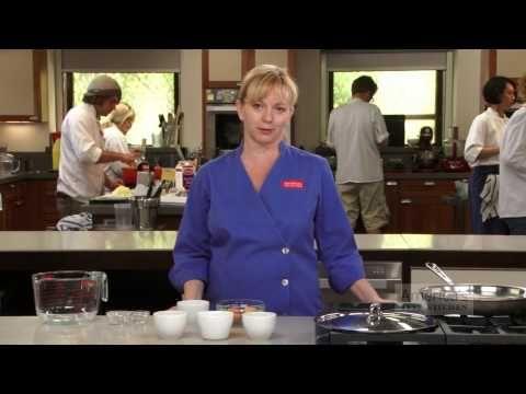 Do vody vložila 4 šálky s vajciami. Naučí vás trik, ktorý v kuchyni používajú profesionáli.