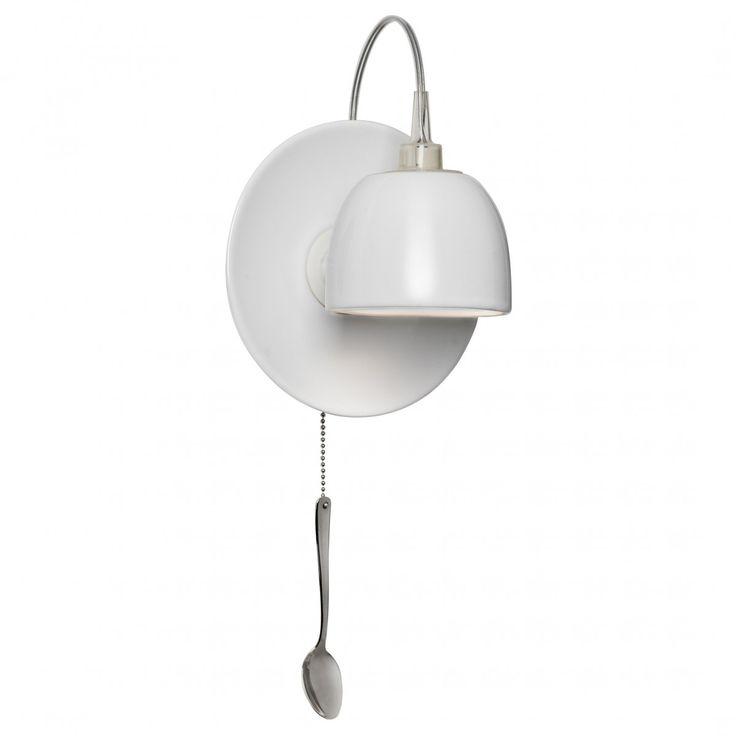 Dit grappige wandlampje wordt bedient door te trekken aan de lepel onder de lamp.