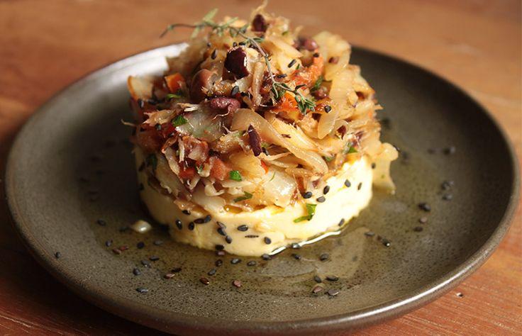 Bacalhau + purê de grão de bico é uma combinação assim... perfeita :-P. Vem que a gente te mostra!   Dentre os pratos típicos do Natal, o ...