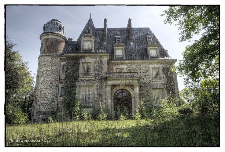 Chateau Des Faisans - Lost & Abandoned Places