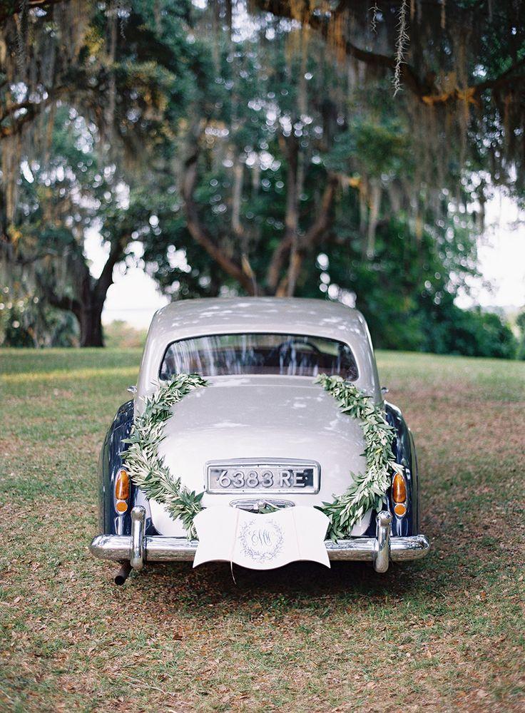 Photography: Tec Petaja - tecpetajaphoto.com  Read More: http://www.stylemepretty.com/2015/04/09/coastal-south-carolina-private-plantation-wedding/