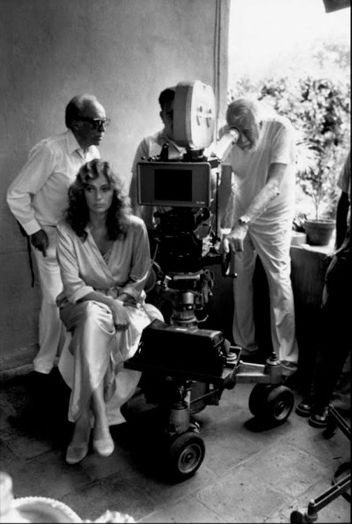 Jacqueline Bisset y John Huston en el set de 'Bajo el volcán' ('Under the Volcano', 1984)