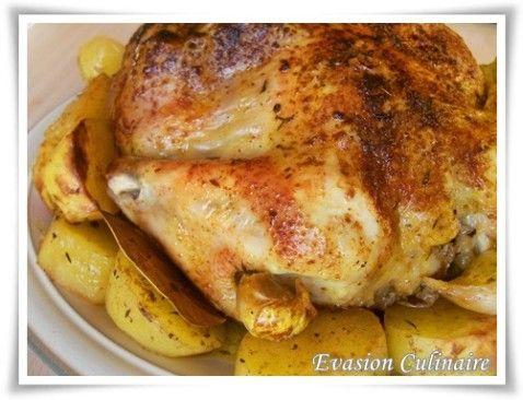 Poulet rôti dans sac de cuisson. Attention, prévoir 1h30 ) 200°C pour un poulet de 1,5kg. Ne pas mettre de carottes dans le cas, juste patates en cubes et oignons. Mettre un coin vers le haut pour pouvoir le couper (début de cuisson) et laisser échapper la vapeur. Dans les 20 dernières minutes, ouvrir le sac.