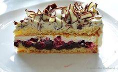 Dieser Kuchen ist der Wahnsinn. Ich habe das Rezept abgewandelt, denn dieses sieht Bananen vor, so wäre mir das ganze aber zu süß. Durch die...