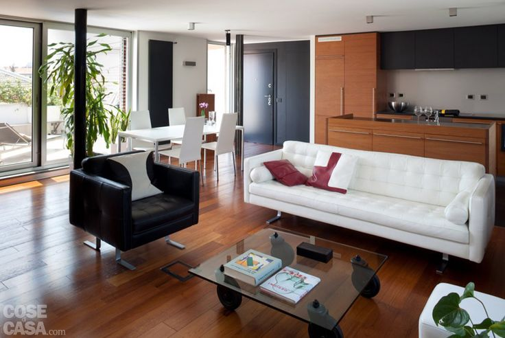 La metratura della casa è stata dedicata per la maggior parte alla zona giorno ampia e luminosa. Pensata per ricevere spesso gli amici, con cucina a vista e terrazzo al piano, ha due i bagni e una camera.
