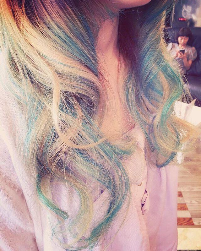 WEBSTA @ leora_hair - グラデーション+ライトブルー🐬ブリーチは2回してます。ライトブルーはマニパニ調合して染めてます。#Leora #山形美容室 #酒田市美容室 #酒田市美容師 #masumi #外人風カラー #グラデーション #バレイヤージュ #アッシュ #グレージュ#ハイライト #シールエクステ #ローライト #グレー#パープル #マニパニ#ライトブルー#スカイブルー