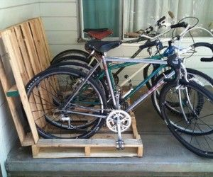 It could use some paint, but what a good idea to use pallets for a bike rack!