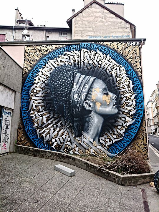 L'arme de paix. Snek Graffiti and Calligraphy pour Grenoble Street Art
