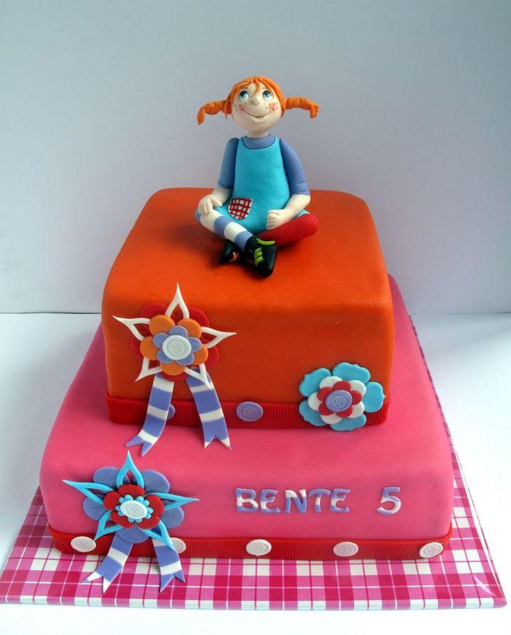 Bente werd 12 en bij een verjaardag hoort taart! Toen ik als voornaamste hobby nog taarten maken had, was dat een mooie taart met marsepein, aangepast aan de interesses van de jarige job. Ik ben ev…