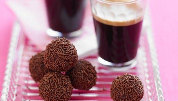 Τρουφάκια σοκολάτας με καφέ με 4 μόνο υλικά