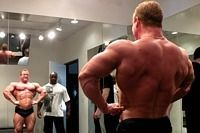 Позирование в бодибилдинге. https://mensby.com/sport/muscles/966-pozirovanie-bodybulding  Отличное позирование – это большая практика. Позирование само по себе штука тяжелая, а правильное позирование в сотни раз тяжелее.