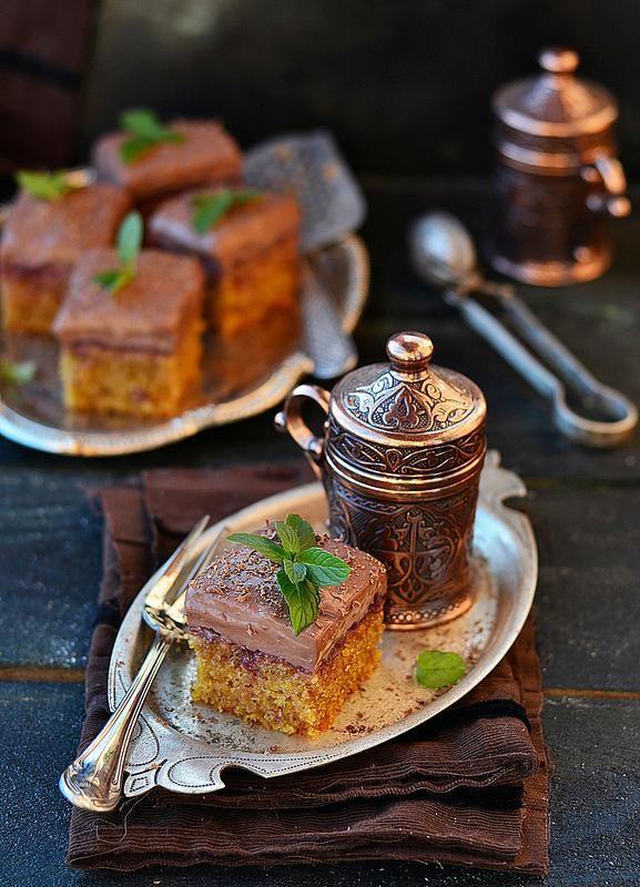 Кофейные пирожные из кукурузной муки Пирожные эти кстати довольно таки диетические,на растительном масле и с пудинговым кремом, жира в них немного. Необыкновенно мне понравилось сочетание шоколадног...