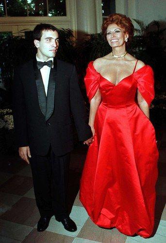 Sophia Loren à un dîner officiel à la Maison Blanche, accompagnée par son fils Carlo