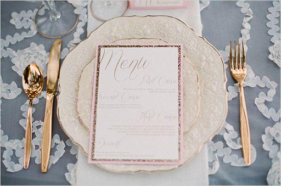 configurações de ouro e rosa mesa