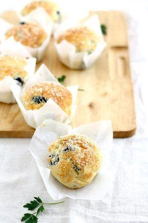 Muffin con fave, pecorino e olive