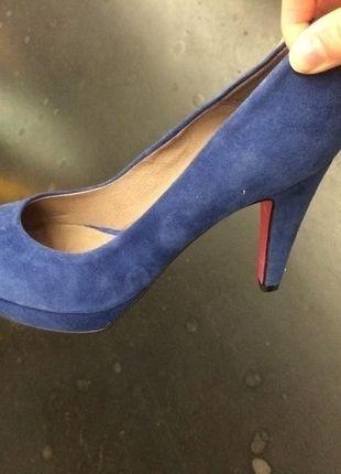 À vendre sur #vintedfrance ! http://www.vinted.fr/chaussures-femmes/escarpins-and-talons/24551512-superbe-escarpins-en-daim-bleu-electrique