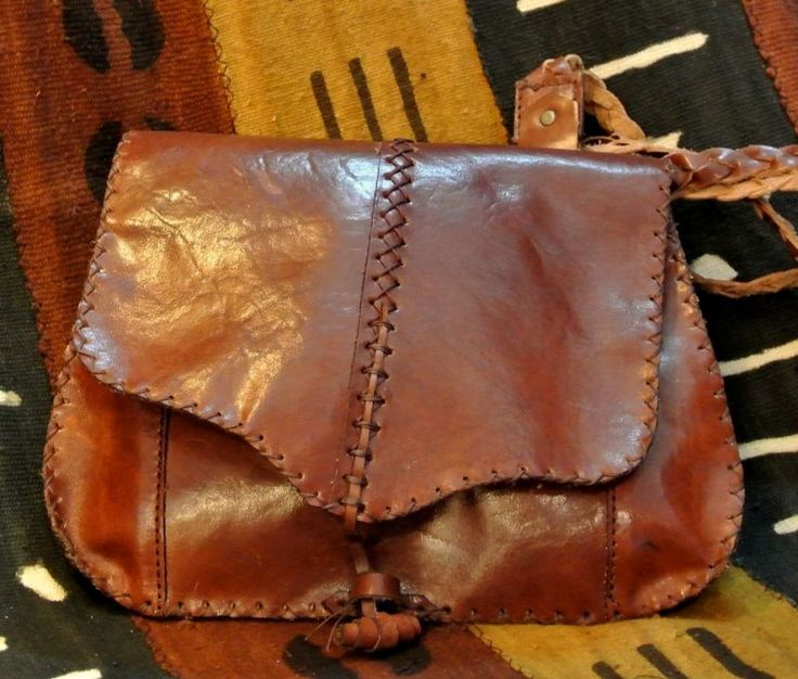 Hippy Bag. Bag in calf skin leather, sewn entirely by hand, with braided shoulder strap and medieval closure. Two compartments, one large as much as the bag and the other smaller derived with a small extra pocket for objects to use more often.