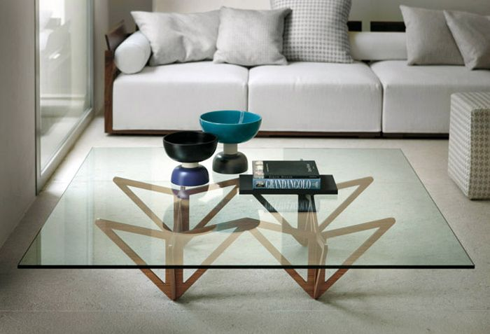 The Origami coffee table by Italian manufacturer Porada is a modern coffee table with design inspired by the Japanese traditional art of Origami. Designed by Mandelli