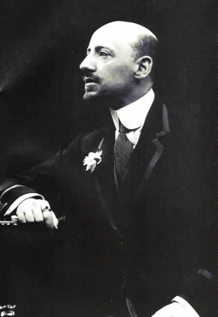 Gabriele d'Annunzio- uno dei maggiori esponenti dell'estetismo (filone letterario del decadentismo) dove si risalta la bellezza e si ha un concetto di vita come opera d'arte,