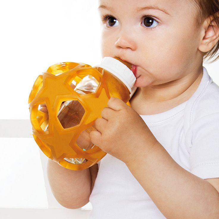 Hevea Tåteflaske/Babybottle Hvit. Tåteflasken fra Hevea er laget av støtsikkert Borosilicate glass av den høyeste kvalitet. For å hjelpe de små til å enkelt holde tåteflasken har den et gummidekke at naturgummi. Dette fungerer også som støtsikring hvis flasken blir mistet i gulvet. Og som flere av Hevea sine produkter har denne også flere funksjoner, og kan bli brukt som en morsom leke separat. Tåteflaske-smokken er laget av 100% naturgummi og str som følger meder str 0+ (vann og melk) Du…