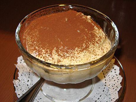 Lekker klassiek tiramisu recept van Jeroen Meus met flink wat Amaretto in de smeuïge vulling.
