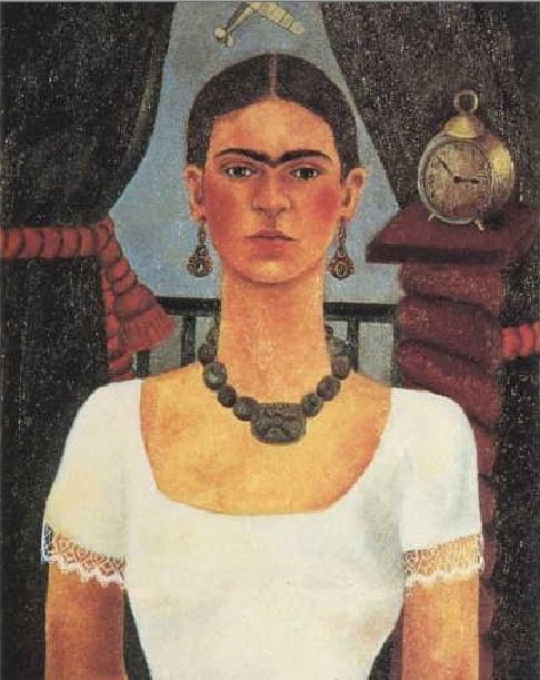 """프리다 칼로의 자화상(1929). 그녀는 사고로 인한 고통을 극복하고자 거울을 통해 자신의 내면 심리 상태를 관찰하고 표현하고자 한 멕시코 화가이다. """"pain and passion"""" 그녀를 수식하는 두 개의 단어로 나이브 아트, 민속 예술, 또는 초현실주의 작가. 역시 공격적인 아티스트인 남편 디에고 리베라와 함께 뜨겁고 과격한 결혼 생활을 했다. 프리다는 바이 섹슈얼로 남녀 구분없이 불륜 행각을 가졌으며 디에고는 프리다의 여동생과 바람을 피웠다. 둘은 이혼과 결혼을 반복했고 이러한 둘의 관계는 영화로 제작될 정도..  어려서 소아마비와 척추장래를 앓고도 스포츠를 즐기던 씩씩한 소녀였으며, 사고로 인해 쇄골, 늑골, 골반, 척추와 다리 등이 부러지고 자궁에 심각한 손상을 입게 되고 그 여파로 유산의 아픔을 겪는다. 사고 이후 그녀는 그림에 전념을 하며 자화상을 많이 그리는 이유에 대해 """"나는 자주 외롭기 때문""""이라고 밝혔다. 초현실주의와 자기연민, 적극적 에너지가 융합된…"""