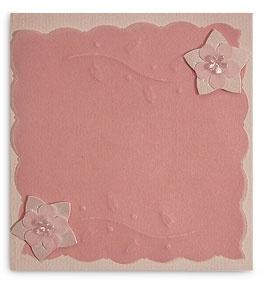 Tarjeta para bebé en rosa, con repujado