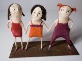 Le tre sorelle di Carlotta Parisi Scultura di cartapesta su ferro