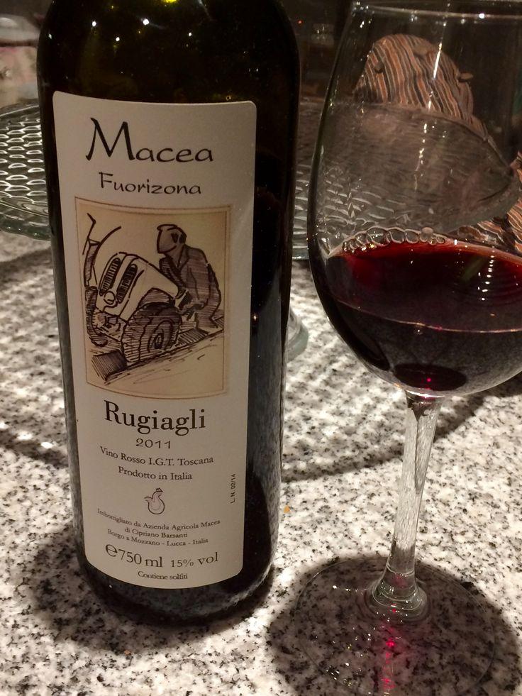 Bruut! Gekocht bij wijnmaker zelf in de colli Luccesi.   100% Merlot. Volle, koppige wijn (15% ook), overrijpe bosbessen, bramen en leer.