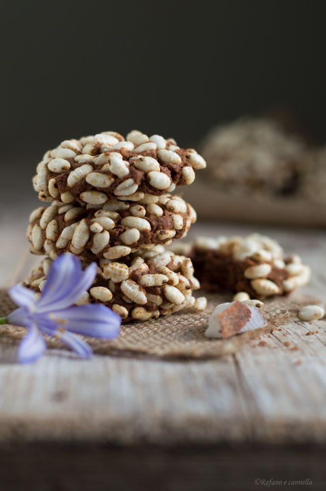Biscotti al cocco e riso soffiato: facili, veloci e golosi! #gialloblogs #rafanoecannella #foodphotography http://blog.giallozafferano.it/rafanoecannella/biscotti-al-cocco-e-riso-soffiato/