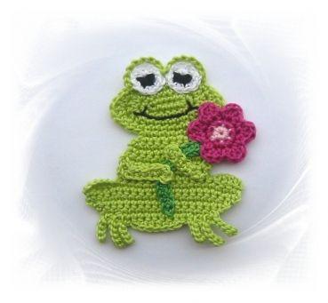 gehäkelter Frosch mit pinker Blume , Häkelapplikation, Frosch mit Häkelblume
