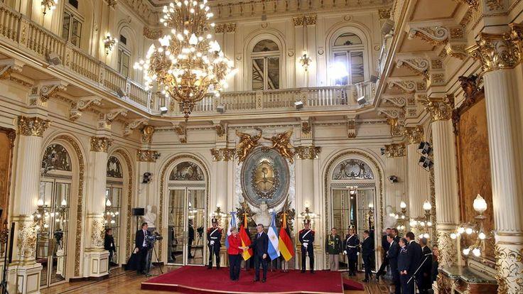 Macri recibe a su par alemana, Angela Merkel, en el Salón Blanco de la Casa Rosada. Foto: Reuters / Marcos Brindicci