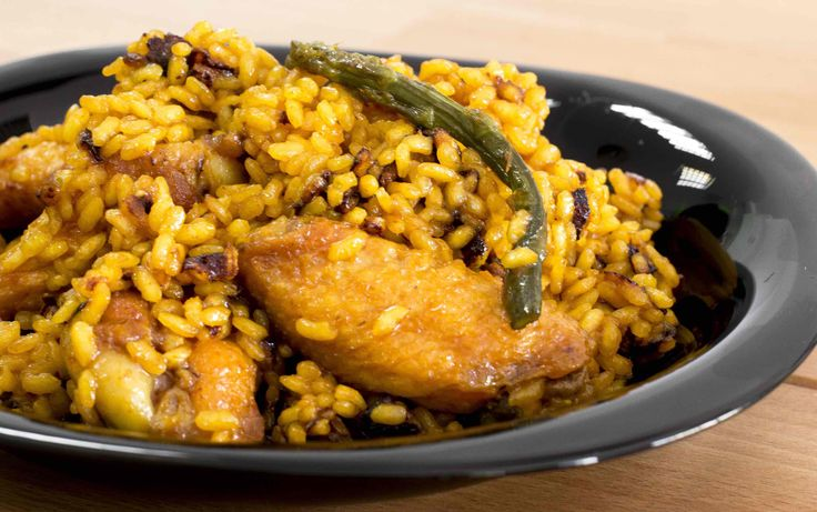 Arroz con alitas y espárragos en Olla GM. Receta: http://www.ollasgm.com/arroz-con-alitas-y-esparragos-en-olla-gm/