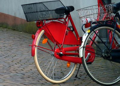 Auch Fahrradfahrer können Punkte kassieren: ADAC informiert über wichtige Regeln beim Radfahren--- Radfahren wird immer beliebter, und mit den steigenden Temperaturen sind immer mehr Zweiräder in den Städten unterwegs. Oft ist Radfahrern aber nicht bewusst, welche Verkehrsregeln auch für sie gelten und wie man sich in bestimmten Situationen verhält.--http://der-seniorenblog.de/senioren-news-2senioren-nachrichten/--  Lupo_pixelio.de