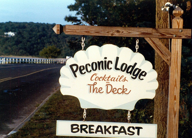 Peconic Lodge, Shelter Island, NY by Fred Seibert, via Flickr