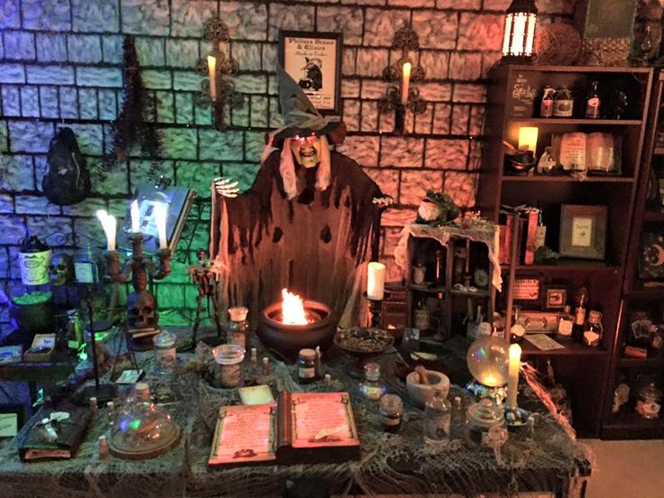 2840 best images about halloween decoration inspiration on for Haunted house scene ideas