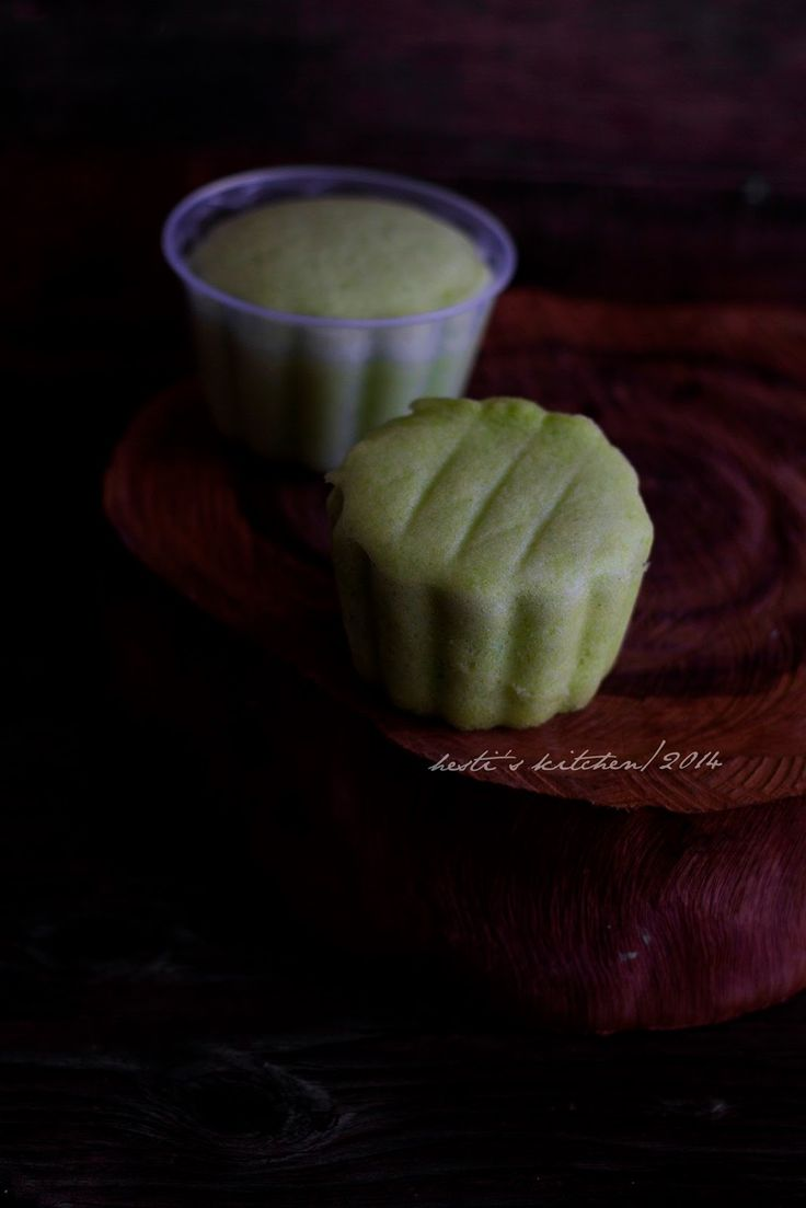 HESTI'S KITCHEN : yummy for your tummy: Bolu Kukus Pandan
