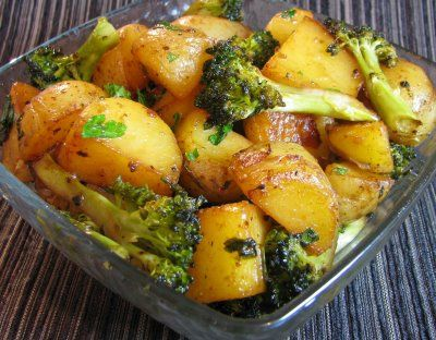 Roasted Baby Potatoes and Broccoli with Soy Sauce, Butter and ParsleyVegetarian Food, Roasted Baby, Roasted Potatoes, Receitas Vegetarianasvegana, Soy Sauces, Cozinha Vegetariana, Cantinho Vegetariano, Brócoli Vegana, Baby Potatoes