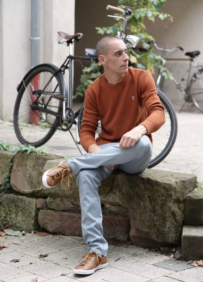 Letzte Woche schmerzlich vermisst, aber hier isser wieder: der Look der Woche.  Markus trägt: Knowledge Cotton Apparel Basic Knit in Leather Brown http://www.zuendstoff-clothing.de/knowledge-cotton-apparel/maenner/basic-knit-leather-brown-sweatshirts_pid_758_11605.html  Monkee Genes Slim Chino Aqua Grey  http://www.zuendstoff-clothing.de/monkee-genes/maenner/slim-chino-autumn-sateen-aqua-grey-chinos-co_pid_739_12639.html  Veja Esplar Leather Brown