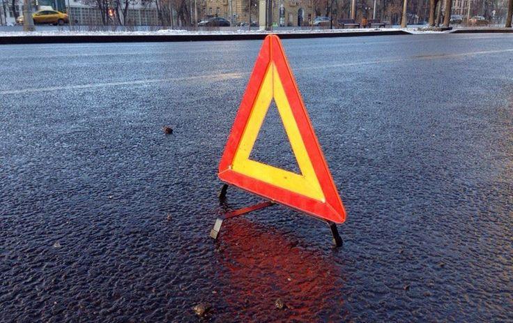 Появилось видео: в Новокузнецке фура на полном ходу сбила Nissan, есть погибшие http://kleinburd.ru/news/poyavilos-video-v-novokuznecke-fura-na-polnom-xodu-sbila-nissan-est-pogibshie/  Местные СМИ сообщили, что в Новокузнецке на улице Костенково произошло страшное ДТП. Грузовой автомобиль на полном ходу не вошел в поворот и врезался в автомобиль Nissan Qashqai. По предварительным данным у фуры отказали тормоза, из-за чего он и вылетел на перекресток. [embedded content] Очевидцы отметили, что…
