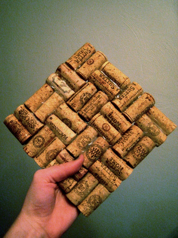 wine cork trivet- how bout people sign these to make a trivet instead of signing a guest book at he wedding?