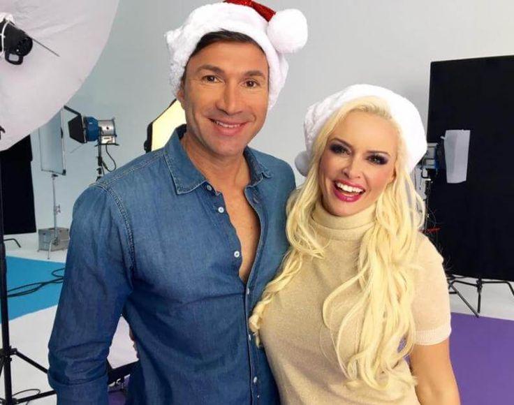 Weihnachtsmützen im Oktober:Daniela Katzenberger und Lucas Cordalis kündigten jetzt das nächste Live-Ereignisan.