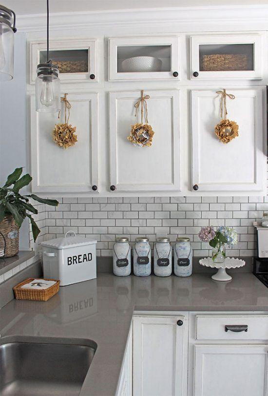 Simple Summer Kitchen Decorating Ideas White Kitchens White Cabinets With Gray Q White Kitchen Decor Kitchen Cabinets Grey And White Kitchen Cabinets Decor