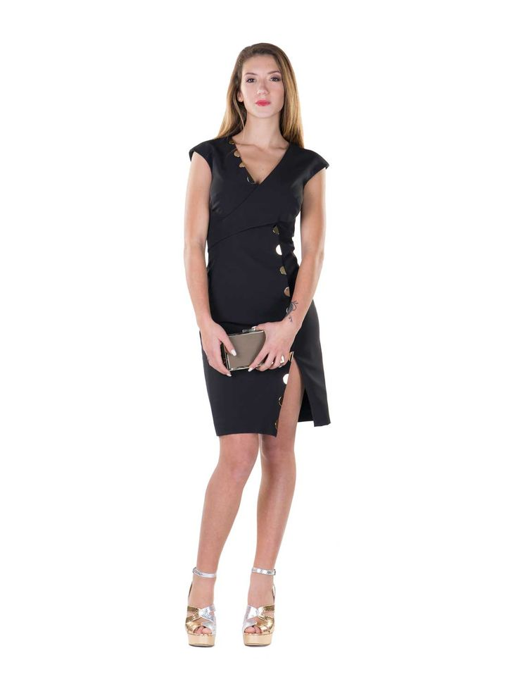 Versace Collection  205€ invece di  510€  Abito a tubino, maniche corte, scollatura a V, dettagli metallici, chiusura retro con zip, foderato.    Composizione: 92%PL 8%EA Fodera: 63%VI 37%PL