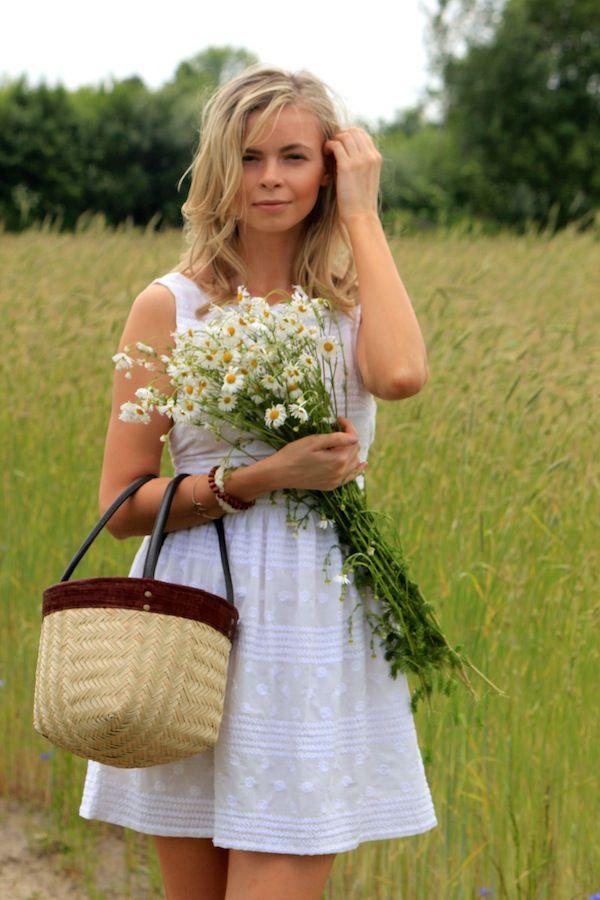 Marc Jacobs Daisy - stylizacja, biała sukienka Zara