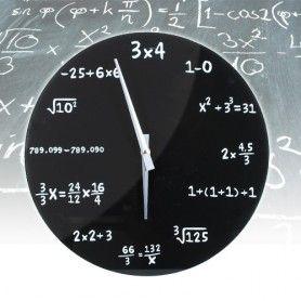 Eindelijk een klok voor de echte nerds onder ons! Geef wiskunde een mooi plaatsje aan de wand en reken uit hoe laat het is met de Equation Clock! MegaGadgets.nl