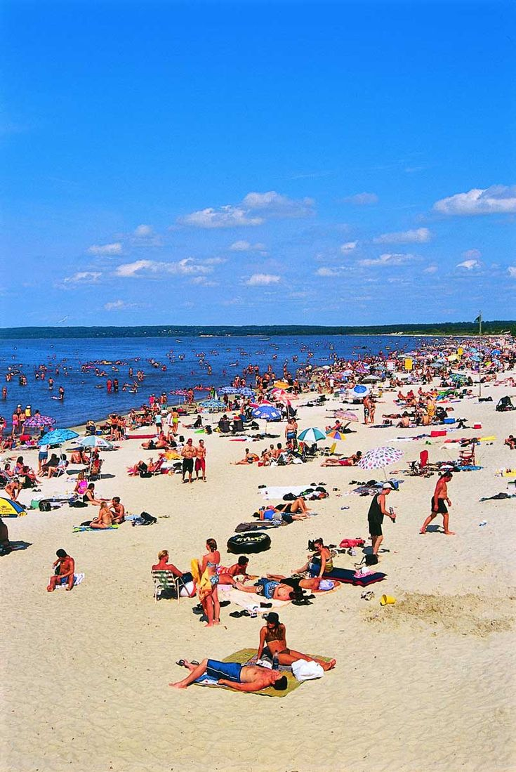 Grand Beach Manitoba features 3 km of fine, white sand, and is backed by sand dunes that rise up to 12 meters above the beach.